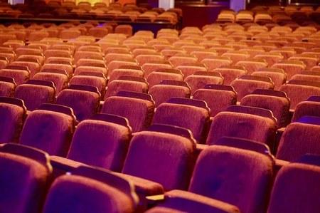 Pièce de théâtre au profit des écoles